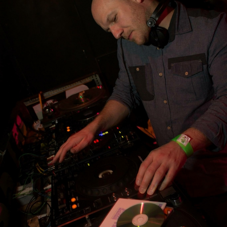 DJ Chris Welch (Adelante)